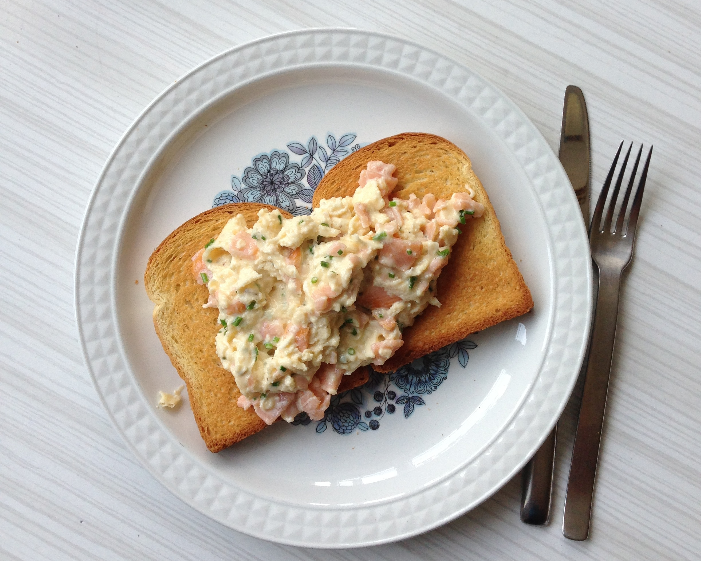 Beachhutcook's Smoked Salmon and Chive Scrambled Eggs