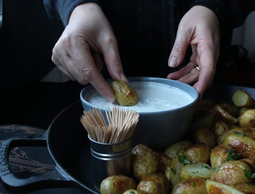 Creamy Dill Dip is a simple mix of cream cheese, Greek yoghurt and a mix of dried dill and fresh parsley, which takes only 2-3 minutes to put together. Paired with honey and mustard roasted new potatoes makes the perfect canapé for your next party.